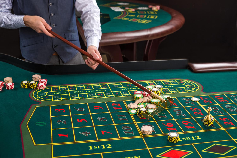 Casino roulette house edge